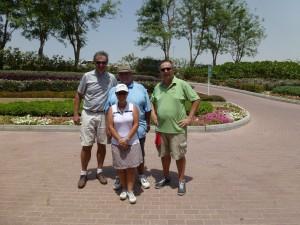 Vorstand der Bembelbeduinen nach der Golfrunde in Sharjah: Martin Geskes, Ludger Baer, Hans Christian Ettengruber und Carmen Munoz