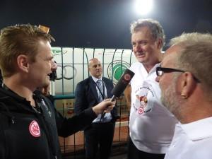 Jan Strasheim von Eintracht TV interviewt die Bembelbeduinen Martin und Ludger.